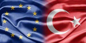 Die Europäische Union und türkische Flaggen