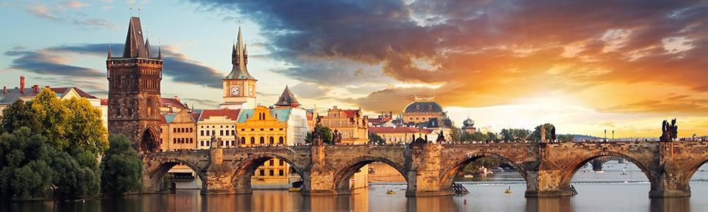 Symbolbild der Karlsbrücke in Prag für das Interview mit Gerlach Customs Manager aus Tschechien